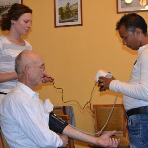 Asistent osvety zdravia pri meraní tlaku